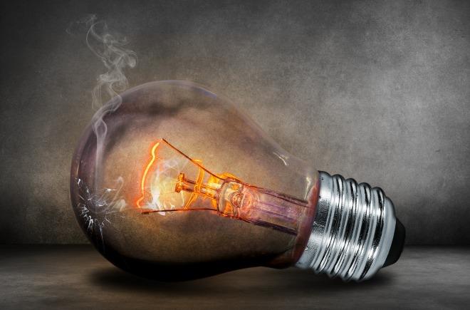 light-bulb-comfreak-pixabay_503881_1920